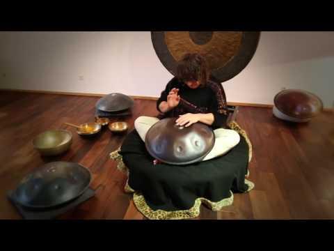 60 Second Handpan Challenge - Petra Eisend