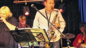 Vollblutmusiker: Elke Neugebauer und Ed Sperber in vorderster Front beim Benefizkonzert in der Disharmonie. Foto: Uwe Eichler